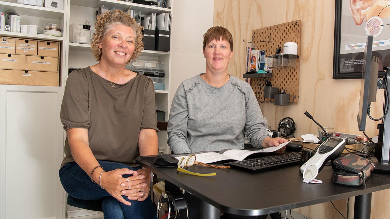 Susanne Palsbo og Tina Ryom Hørebilen Høreklinikken Espergærde